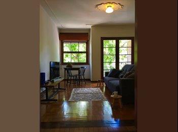 EasyQuarto BR - Apartamento para dividir @ Rio Branco, Porto Alegre - R$ 1.000 Por mês
