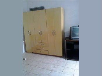 EasyQuarto BR - alugo quarto mobilhado com agua e luz internet incluso, Maringá - R$ 350 Por mês