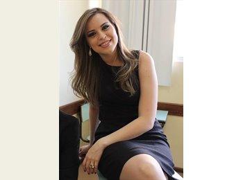 Fernanda - 25 - Profissional