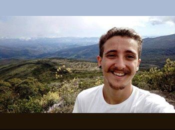 Vitor - 19 - Estudante