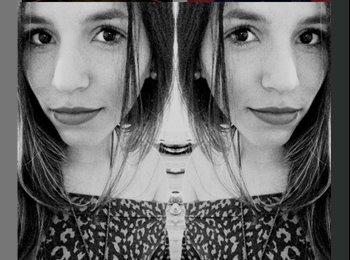 Ana Laura - 19 - Estudante
