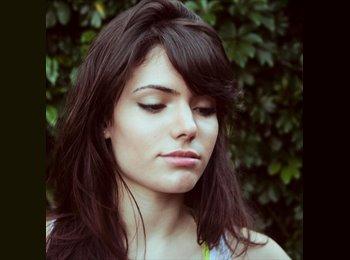Maria Eduarda - 22 - Estudante