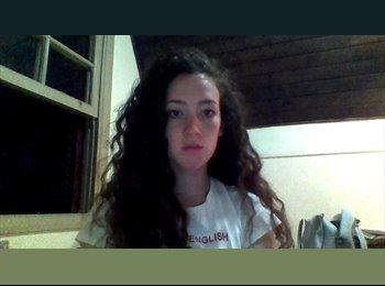 Renata - 19 - Estudante