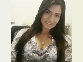 Rafaela - 21 - Profissional