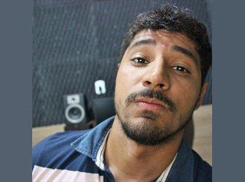 Renato Costa - 24 - Estudante