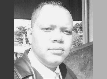 Renato Silva - 34 - Estudante