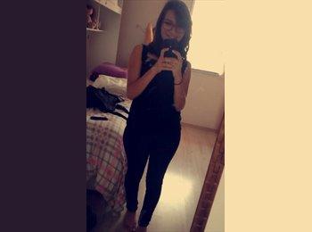 Caroline Ramos  - 18 - Estudante