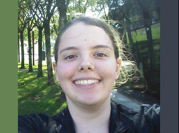 Julia  - 20 - Estudante