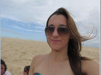 Isabelle Fernandes  - 28 - Estudante