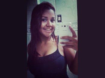 Cíntia Almeida - 19 - Estudante