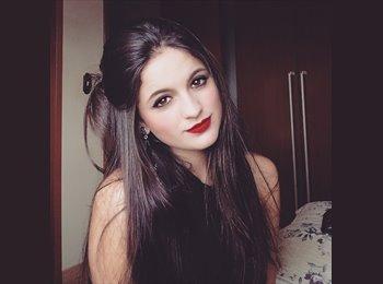Débora Cristina Silva  - 19 - Estudante