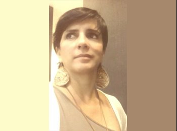 EasyQuarto BR - Renata Ferreira - 44 - Vitória