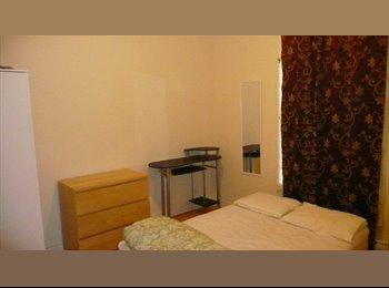 EasyRoommate CA - lit double chambres meublées métro Joliette & Pie9 - Mercier - Hochelaga - Maisonneuve, Montréal - $480 pcm