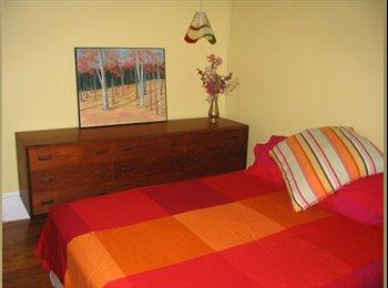 EasyRoommate CA - Grande chambre  près Berri-Uqam - Ville-Marie - Petite Bourgogne, Montréal - $575 pcm