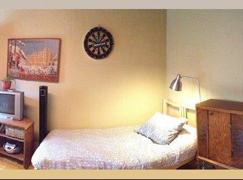 EasyRoommate CA - SUPER Big furnished room startin dec.22nd onward - Outremont - Cote-des-Nieges, Montréal - $600 pcm