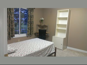 for gilrs $400 well furnish room Brock/Pen centre