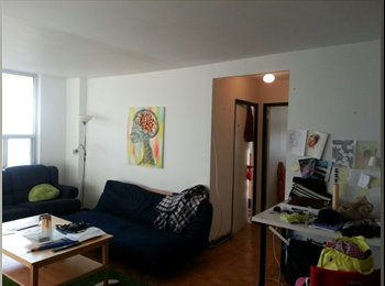 EasyRoommate CA - Room rent $740 Spading and Bloor - Annex, Toronto - $740 pcm