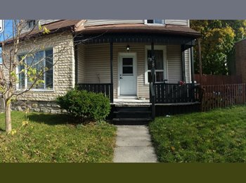 *July or August* Funky, Clean House in Centretown! *BAY /...