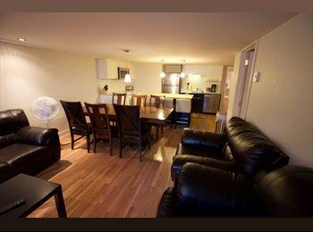 EasyRoommate CA - Grand Appartement en face du Metro Laurier - Le Plateau-Mont-Royal, Montréal - $650 pcm