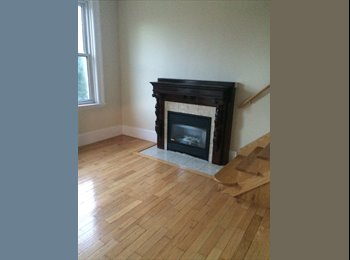 EasyRoommate CA - spacy bedroom in 2 level house/apartment - London, South West Ontario - $450 pcm