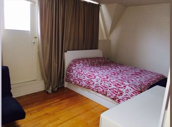 EasyRoommate CA - Large and bright room with balcony Jan 1, 2016 - East Toronto, Toronto - $550 pcm
