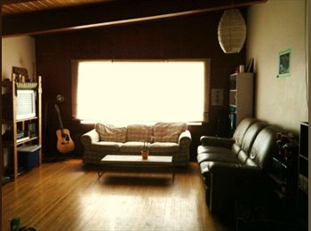 EasyRoommate CA - Room for Rent $450/month in NW near university & SAIT, Calgary - $450 pcm