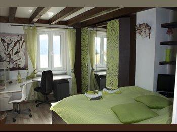 chambre meublée dans villa avec vue grandiose sur lac,...