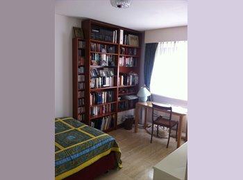 EasyWG CH - Rolle: chambre meublée gratuite! - Lausanne, Lausanne - 100 CHF / Mois