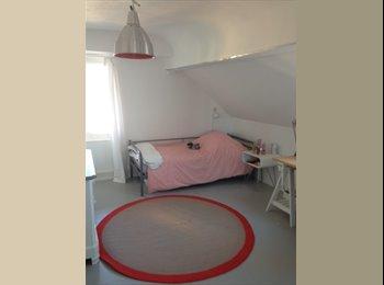 Chambre meublée pour fille (n°956)