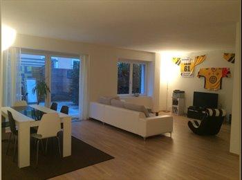 WG-Zimmer in noblem Stadthaus (142 m2) in Wiedikon