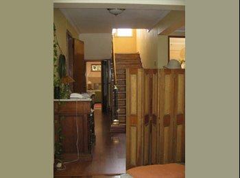 Habitacion disponible pasos del metro, linda casa