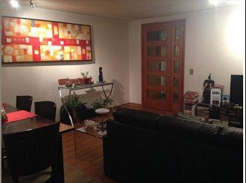 Amplia habitación en cómodo departamento