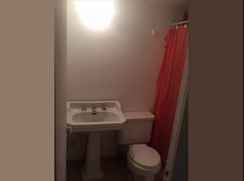 Arriendo pieza con baño privada, aislado de casa principal.