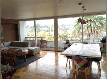Habitación en cómodo y equipado depto con gran vista y a...