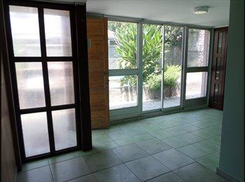 Habitación con baño, cocina y  Sala de star independiente