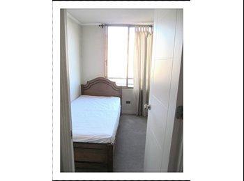Se arrienda habitación c/baño independiente.