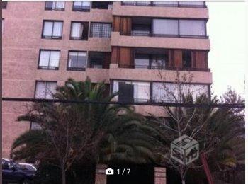 CompartoDepto CL - Habitación amoblada con baño exclusivo a 4 cuadras del metro Manquehue, Vitacura - CH$ 300.000 por mes