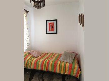 CompartoDepto CL - Pequeña habitación con entrada y baño privado, Providencia - CH$ 200.000 por mes