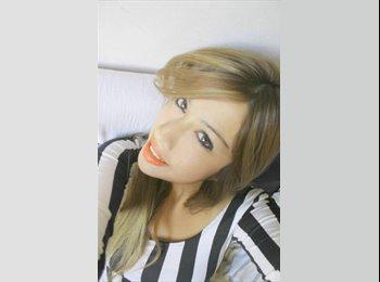 Alejandra  - 26 - Profesional