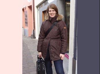 Laura - 27 - Profesional