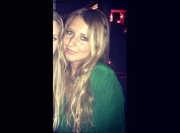 Alexia - 19 - Estudiante