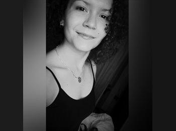 Javiera Figueroa  - 20 - Estudiante