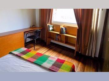 CompartoApto CO - Una comoda habitación cerca a  Unv. Javeriana, - Chapinero, Bogotá - COP$0 por mes