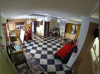 Habitación bonita y amueblada en Galerias