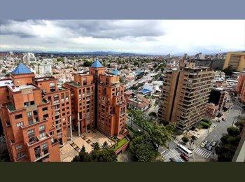 CompartoApto CO - Habitación amoblado con baño privado para caballero, Sector Parque Central Bavaria, Bogotá - COP$0 por mes
