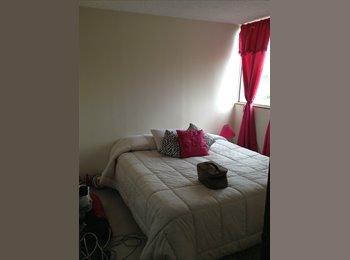 CompartoApto CO - arriendo habitacion a mujer en hayuelosn capellani, Bogotá - COP$350.000 por mes