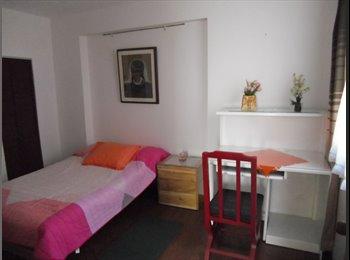 se alquilan habitaciones  remodeladas y amobladas