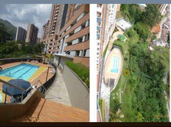 CompartoApto CO - Hab B/Loma delos Bernal Club House GYM Piscina Squash Turco Sauna - Zona Sur, Medellín - COP$0 por mes