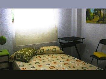 Habitaciòn Amueblada Norte con parqueadero propio   $390.