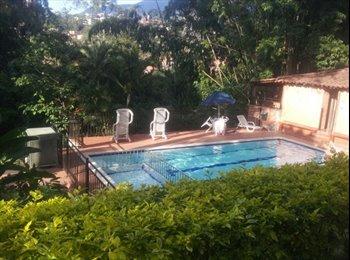 CompartoApto CO - Esmeraldal Campestre Amplia con Closet y Baño privado externo $600 incluye servicios (pareja $750), Medellín - COP$600.000 por mes
